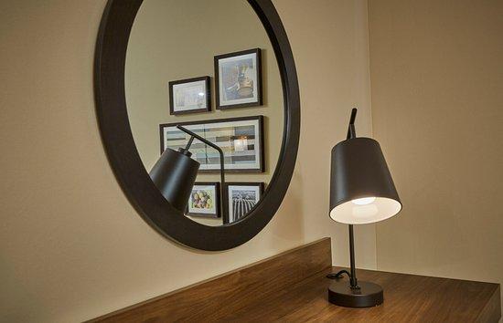 Roseburg, OR: In room art and desk