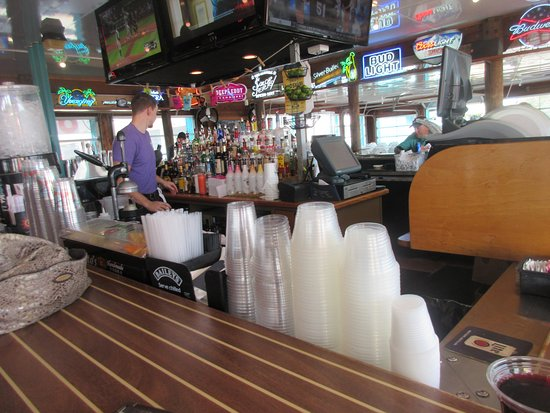 Grasonville, MD: The bar in the middle of open space