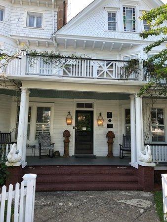 The White Doe Inn-bild
