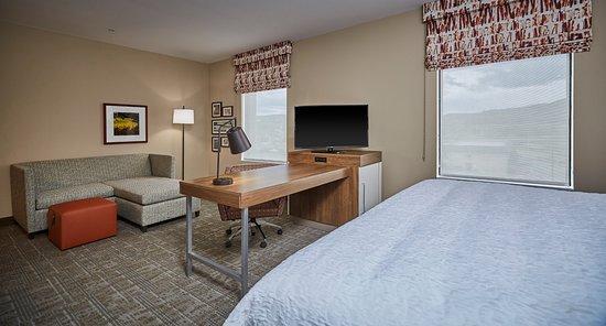 Roseburg, Oregón: King room with sofa