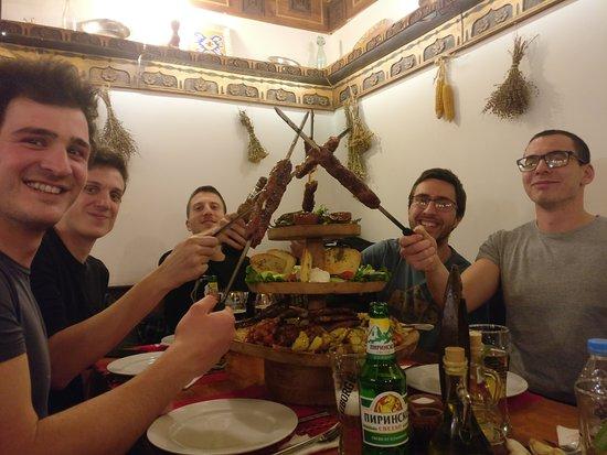 Piatto vario con carne e formaggi