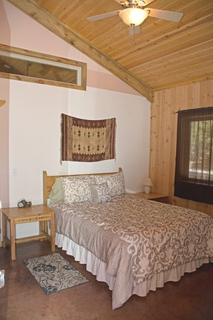 La Pine, OR: 4Seasons 2nd Queen BR has 1/2 BA and private entrance