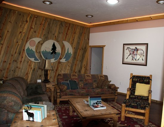 La Pine, OR: 4Seasons living room