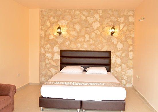 Town of Nebo Hotel, Talet Dar Abo Jubran