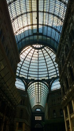 Galleria Umberto I : Teto de vidro da galeria.