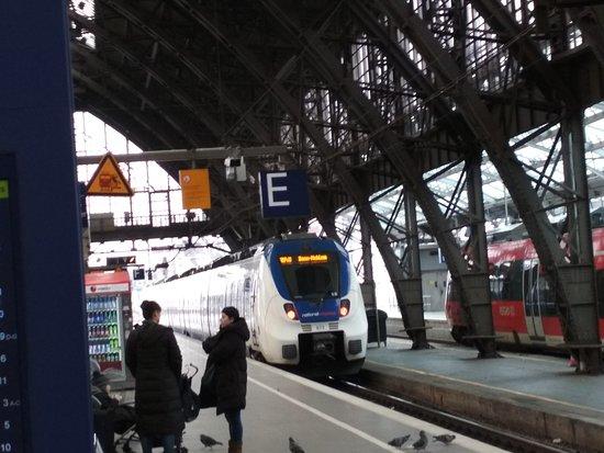 Κολωνία, Γερμανία: Train Station