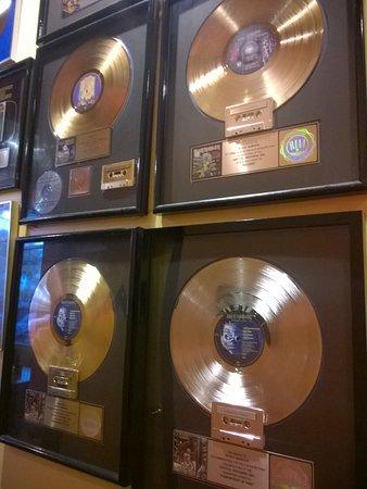 Rock n Roll Ribs: Discos de Ouro