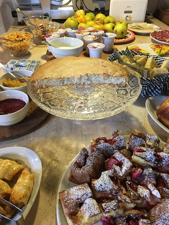 Agriturismo Marciano: Breakfast is served.
