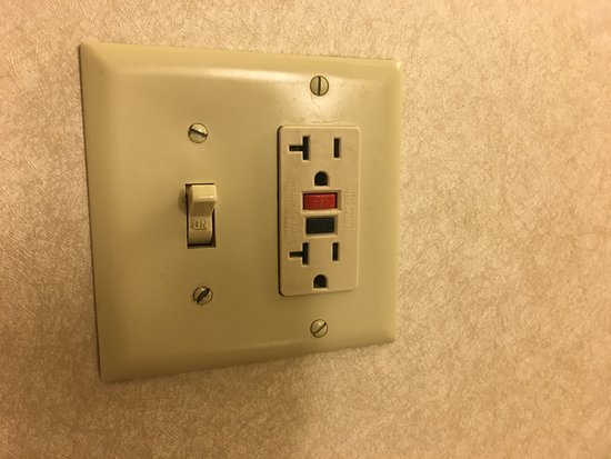 Hilton Madison Monona Terrace: Just your basic light switch... in a Hilton