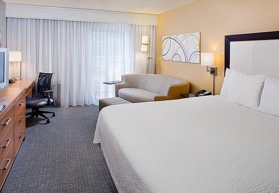 Montvale, NJ : Guest room
