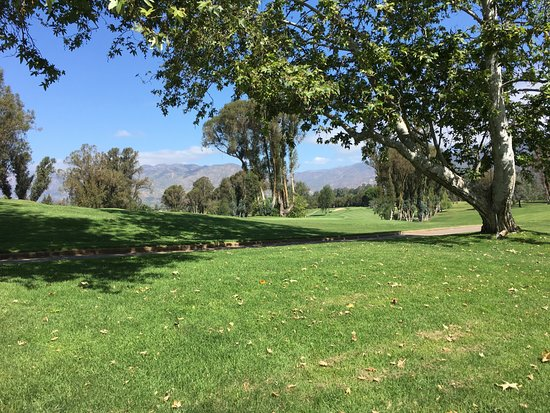 Ojai, CA: Golf course. I never saw anyone playing golf.