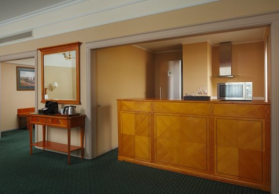 Moscow Marriott Grand Hotel: Guest room