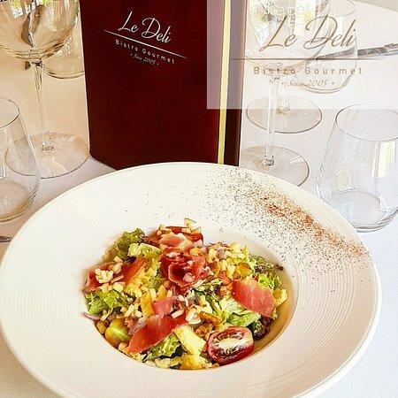 Le Deli Bistro Gourmet: cantal and parma salad