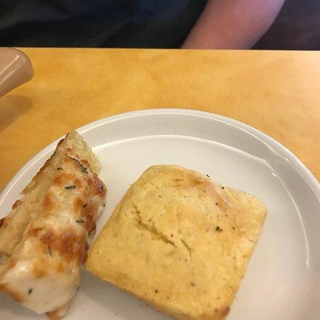 Sweet Tomatoes: Corn bread and foccia bread