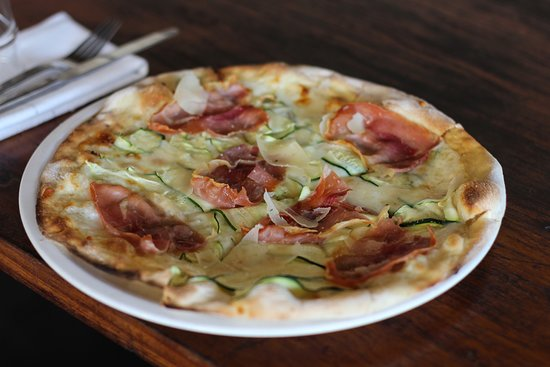 The Corner House: The Daniella pizza