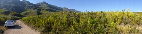 Swellendam, Sudáfrica: Well maintained unpaved road ok for 2WD
