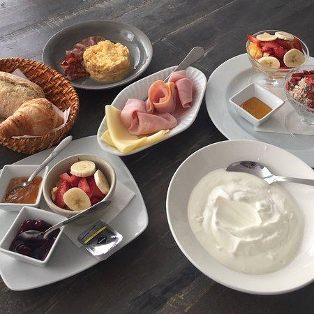 Boaty's Grand Café: Boaty's Breakfast and Boaty's Yoghurt!