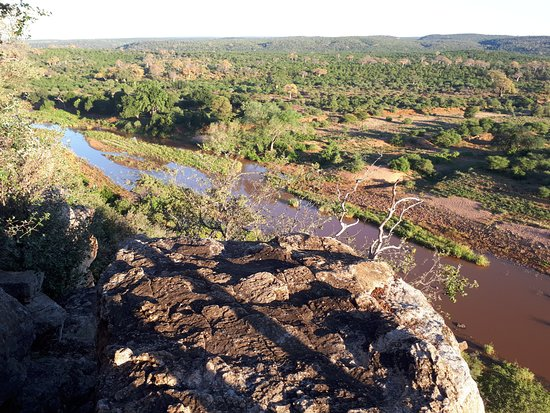 Makuya Nature Reserve: View from Singo Safari Lodge over the Levhuvhu river.