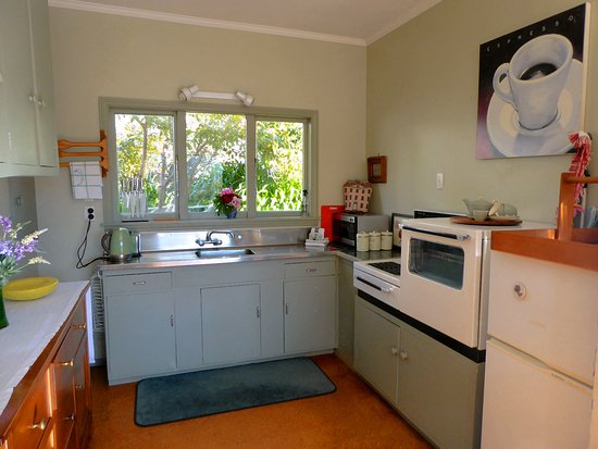 Mulberry House: Clean and efficient kitchen area