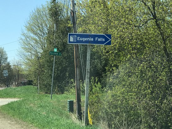 Eugenia, Kanada: The sign that directs cars to the parking lot