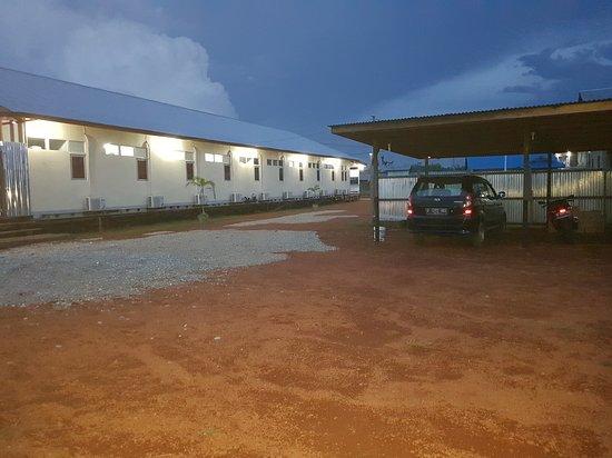 Back Yard Hotel Multi Sentosa - Putussibau
