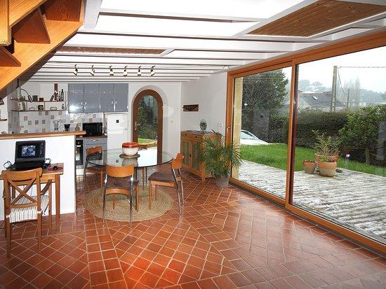 Logonna-Daoulas, Prancis: Vous disposez d'un séjour avec cuisine et terrasse privative