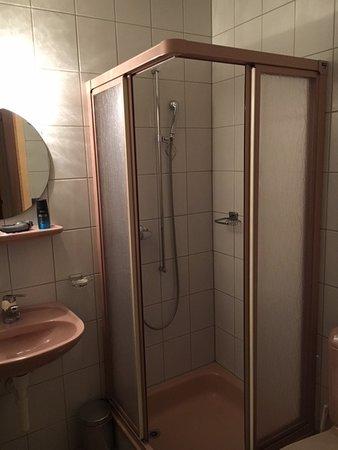 Hotel Bellevue-Onnens: Bagno della camera 25
