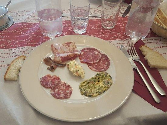 Taverna Dei Fieschi: antipasto...con la famosissima cima, ah non c'è la cima scusate