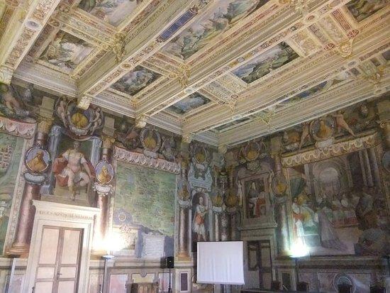 Viterbo Historic Centre: Salone nel Palazzo dei Priori