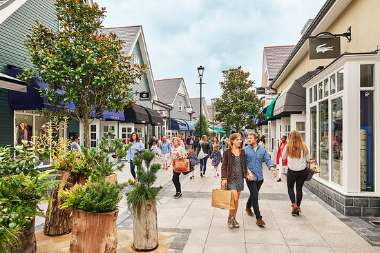 Килдэр, Ирландия: Kildare Village is the perfect luxury shopping destination, home to over 100 designer brands.