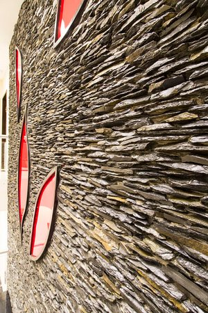 Royaute Luxury Suites & Hotel: The Feature Wall!