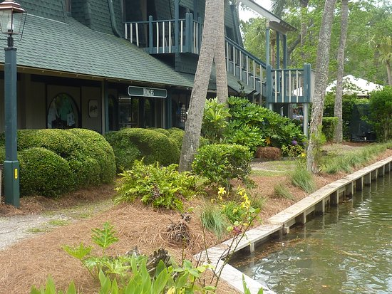Coligny Plaza Shopping Center: Coligny Plaza