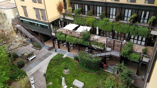 Mercure Bologna Centro: Vista al jardín desde la habitación