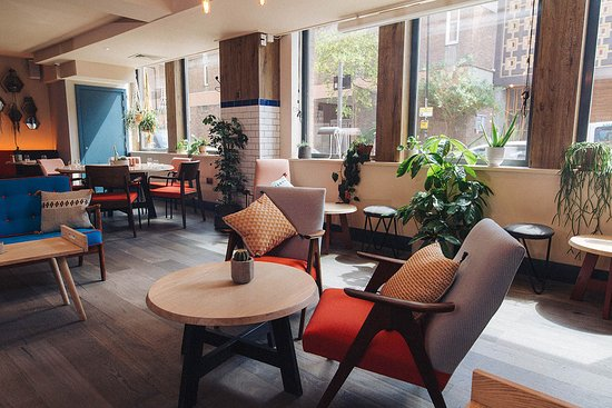 Qbic Bar + Kitchen: Relaxed restaurant space
