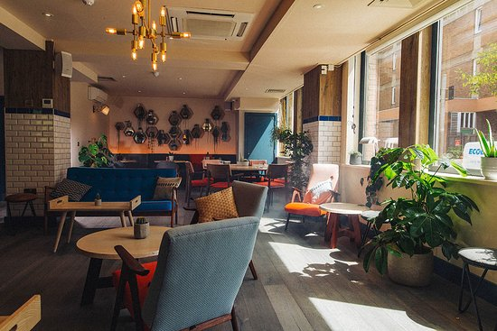 Qbic Bar + Kitchen: Restaurant, meeting and co-working space