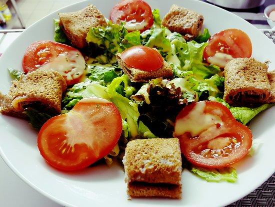 Pleyben, فرنسا: salade de saumon 