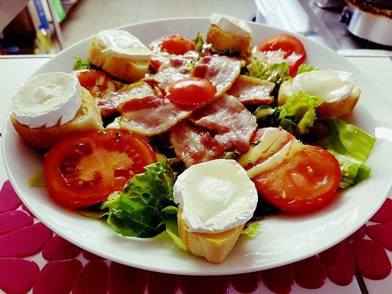 Pleyben, فرنسا: salade de chévre