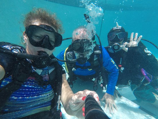East End, Grand Cayman: Underwater Drills