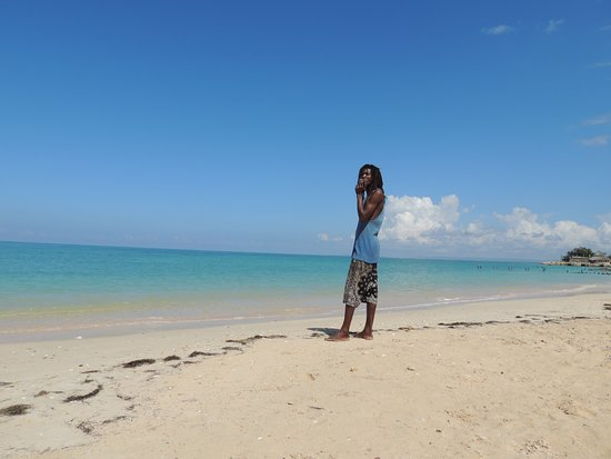Bluefields, Jamaica: 10 minutes by walk from NatureRoots..