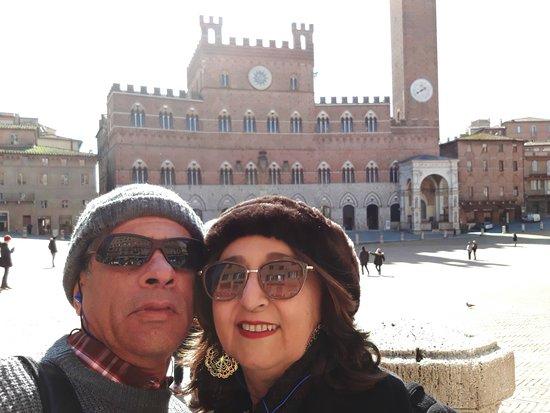 Провинция Сиена, Италия: Uma típica cidade medieval clássica da região Toscana, considerada uma das mais bonitas da Itali