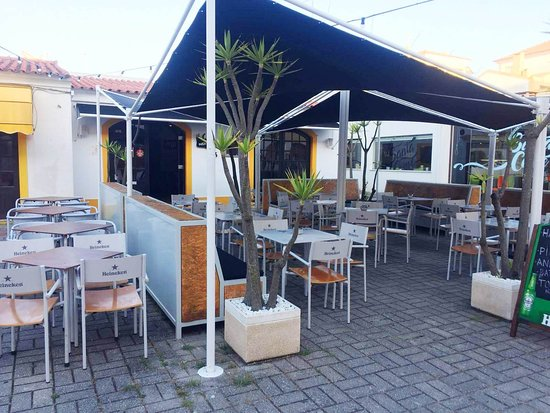 Santa Cruz, Portugal: Ao sol ou à sombra?