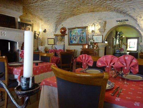 Creully, Francia: Une partie d'une salle à manger