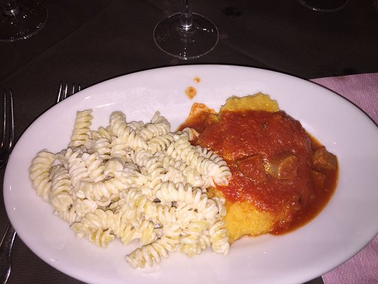 Hotel La Maielletta: fusilli alla panna e polenta al sugo -.-
