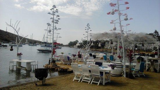 Myndos: один из ресторанов на берегу моря