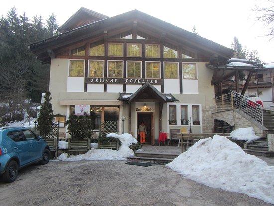 Hotel Ristorante Lago Smeraldo: L' entrata dell' albergo