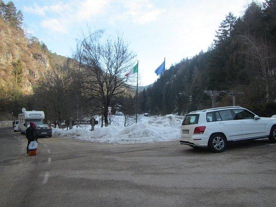 Hotel Ristorante Lago Smeraldo: Parcheggio