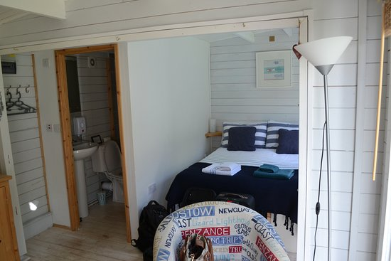 Gulval, UK: View of Bed & Bath rooms