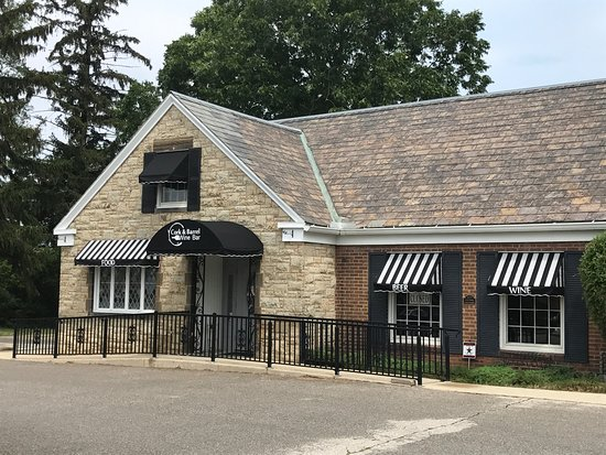 Avon, OH: Cork & Barrel exterior
