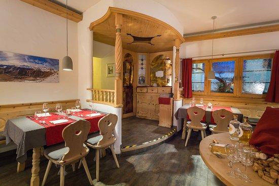 La Punt-Chamues-ch, سويسرا: Stuvetta eingang