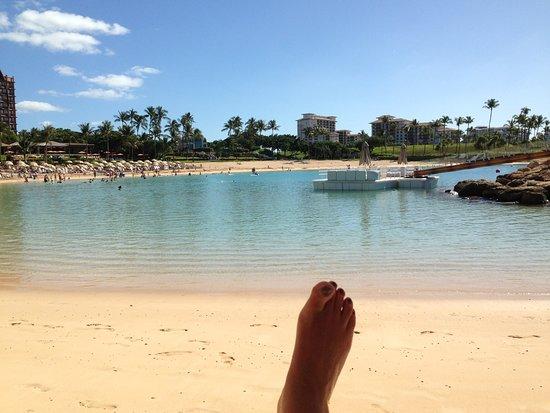 Four Seasons Resort Oahu at Ko Olina: Beautiful lagoon - and my foot